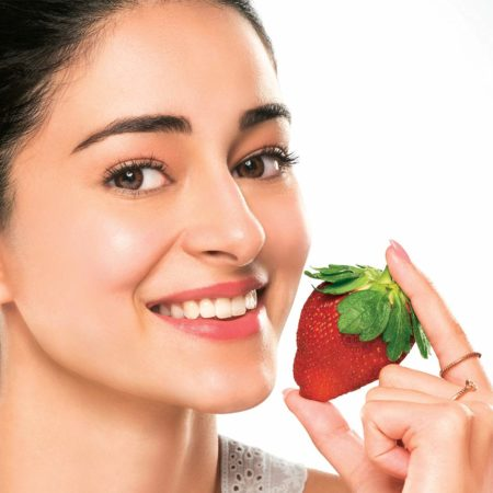 Lakme Blush & Glow Strawberry Freshness Gel Face Wash With Strawberry Extracts g